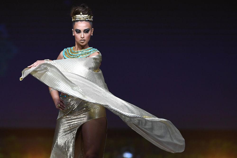 Представительница Египта во время показа национальных костюмов в рамках конкурса Мисс Вселенная 2018 в Таиланде