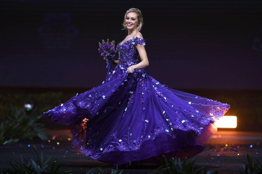 Представительница Исландии во время показа национальных костюмов в рамках конкурса Мисс Вселенная 2018 в Таиланде
