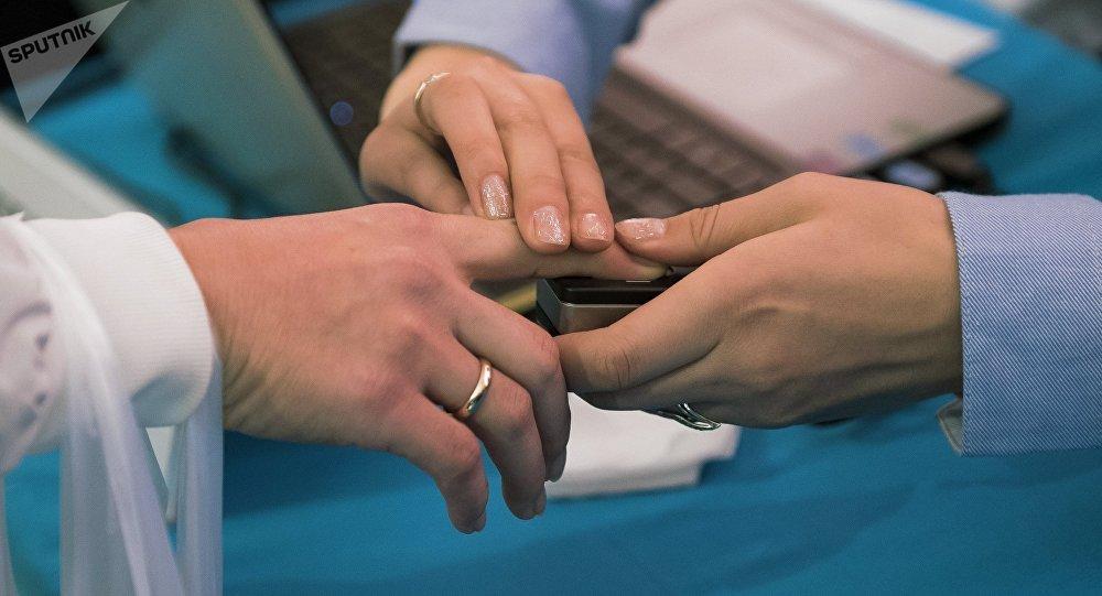 Оператор по приему биометрических данных