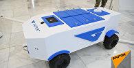 Робот-почтальон Акбота доставит посылки казахстанцам