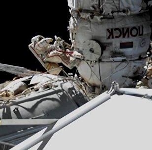 Космонавты обследовали обшивку Союза МС-09