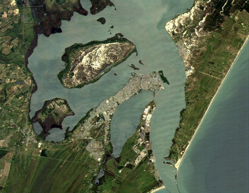 Снимок города Рио-Гранде в Аргентине, сделанный казахстанским микроспутником KazSTSat
