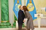 Государственной премии в области литературы и искусства удостоилась Алия Назарбаева в качестве продюсера фильма Анаға апарар жол (Дорога к матери)