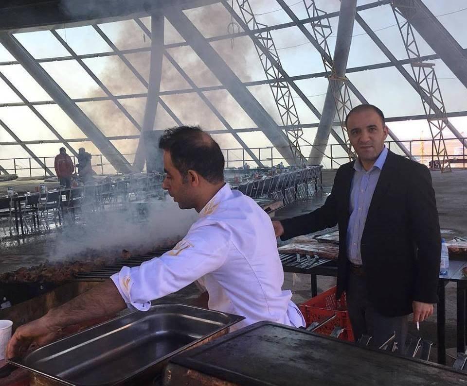 Жарка шашлыков на одном из строящихся объектов выставки ЭКСПО-2017 в Астане