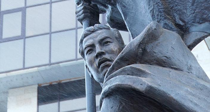Рахимжан Кошкарбаев со Знаменем Победы в Астане