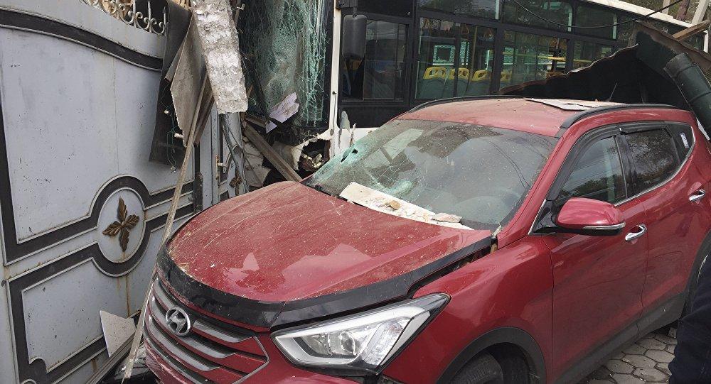 Автобус влетел в строение магазина вАлматы
