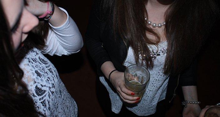 Девушки, алкоголь