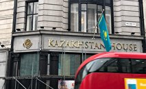 Вывеска Kazakhstan House на здании посольства Казахстана в Лондоне