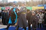 Возложение цветов к монументу Независимости в Алматы