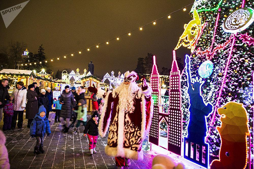 Церемония зажжения главной новогодней елки Алматы