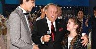 Нұрсұлтан Назарбаев дарынды әншілер Димаш Құдайберген және Алина Сансызбаймен бірге