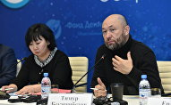 Режиссер Тимур Бекмамбетов (справа) и мама Дениса Тена Оксана Тен