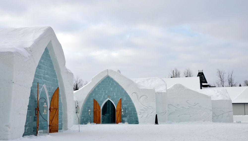Ледяной отель l'Hotel в Квебеке, Канада