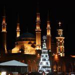 Бейрут көшелерінің біріндегі рождество шыршасы.