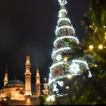 Бейрут көшелерінің бірінде орналасқан рождество шыршасы.