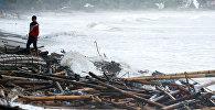 Последствия разрушительного цунами в Индонезии