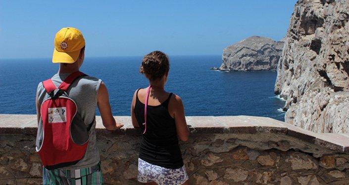 Туристы, море