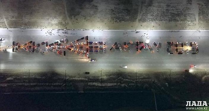 Актауские водители зажгли новогоднюю автоелку