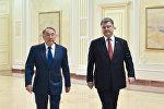 Президент Украины Петр Порошенко (справа) и президент Республики Казахстан Нурсултан Назарбаев, архивное фото