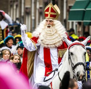 Дед мороз в Нидерландах и Бельгии Синтерклаас