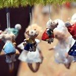 Елочные игрушки на рождественской ярмарке