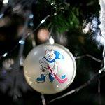 Стеклянный шар с изображением символа XXIX Всемирной зимней Универсиады 2019 - U-лайки
