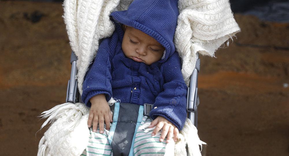 Ребенок дремлет в коляске