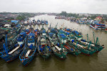 Пришвартованные лодки рыбаков в порту Паттани, Таиланд