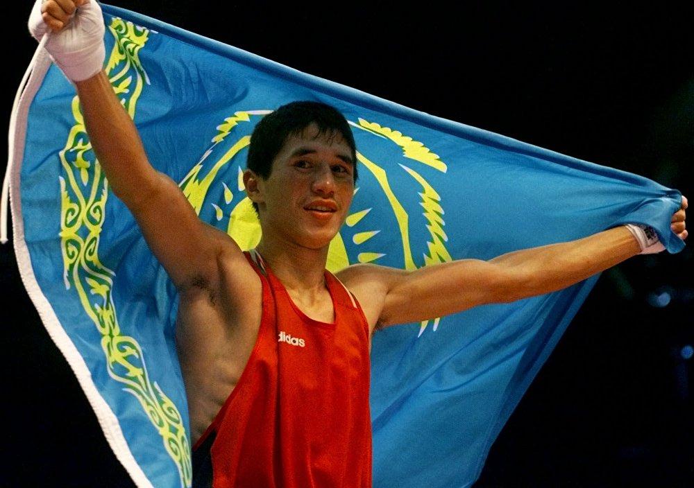 Казахстанский боксер Бекзат Саттарханов во время Олимпиады в Сиднее