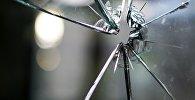 Трещины на стекле, архивное фото