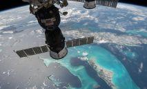 Вид на траспортный корабль Союз с борта МКС