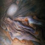 Снимок космического аппарата НАСА Юнона северного умеренного пояса Юпитера с изображением бури Большой белый овал