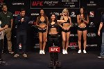 Боец UFC Полиана Виана (в центре)