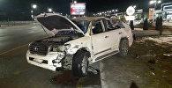 Toyota Land Cruiser 200 после аварии на улице Аль-Фараби