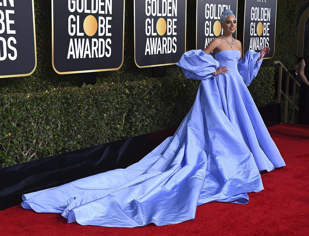 Леди Гага во время церемонии вручения премии Золотой глобус
