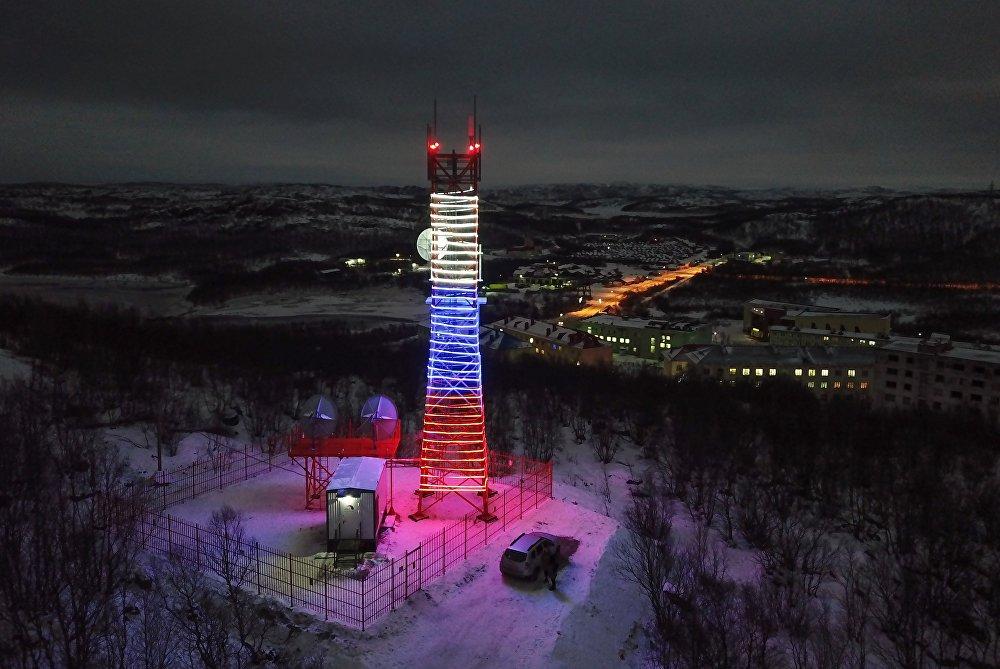 Передающая башня Ура в поселке Видяево