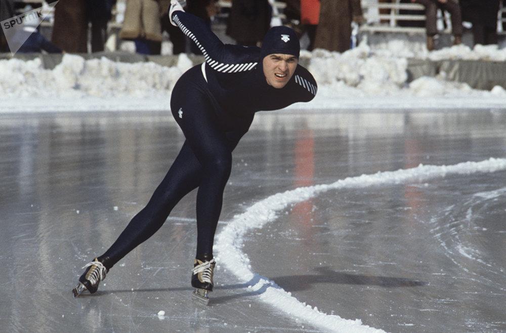 Конькобежец Виктор Шашерин