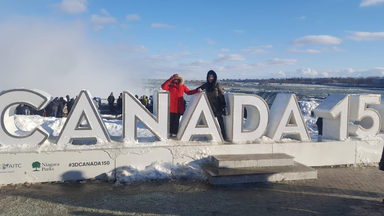 Қазақ қызы Нұргүл Лапин Канадада қызымен бірге қыдырып жүр