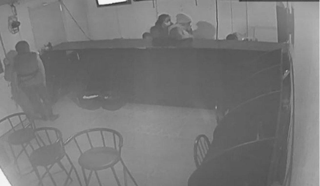 Девушки вмасках совершили нахальное ограбление букмекерской конторы вЮКО