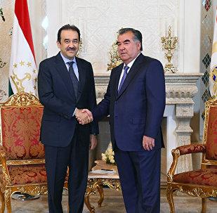 Карим Масимов и Эмомали Рахмон во время встречи в Душанбе