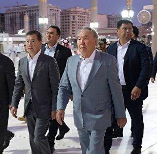 Нурсултан Назарбаев во время посещения мечети в Саудовской Аравии