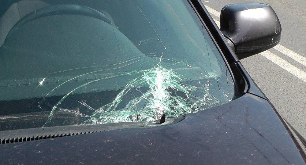 Разбитое стекло автомобиля