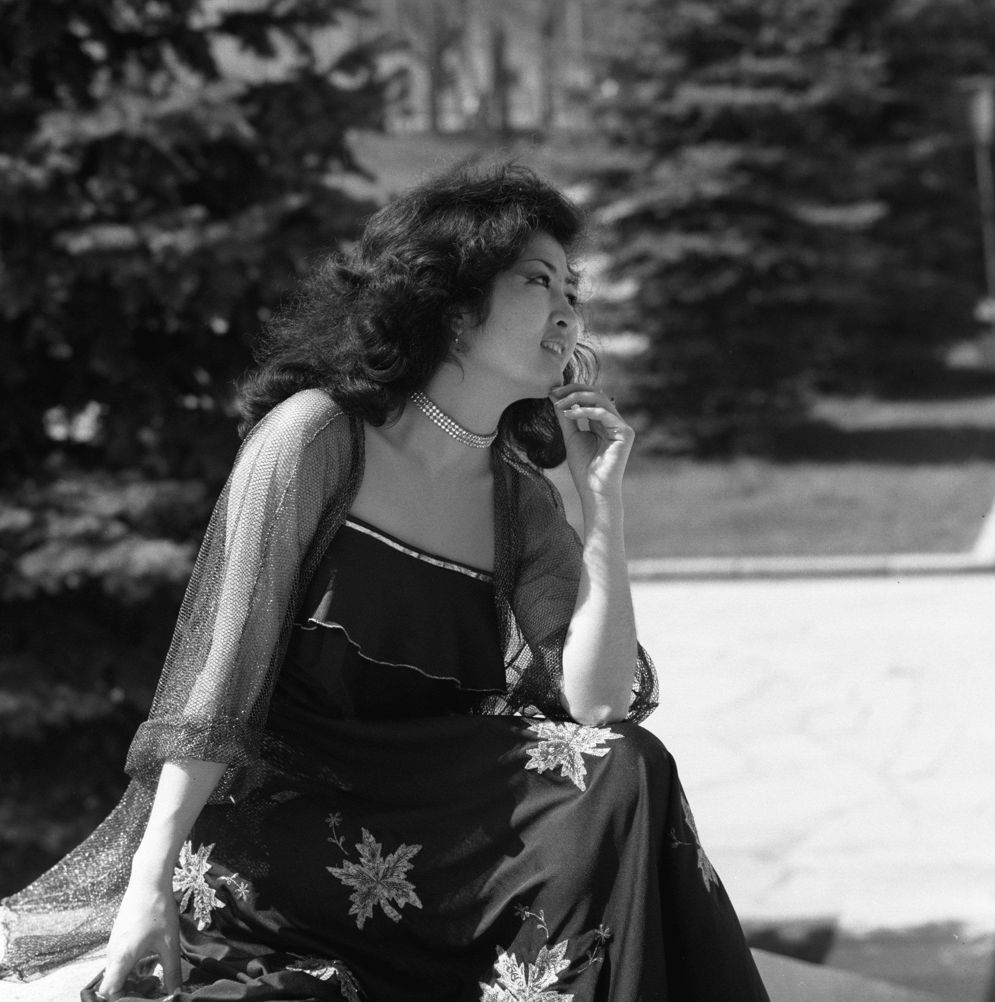Солистка ансамбля Гульдер Макпал Жунусова, архивное фото