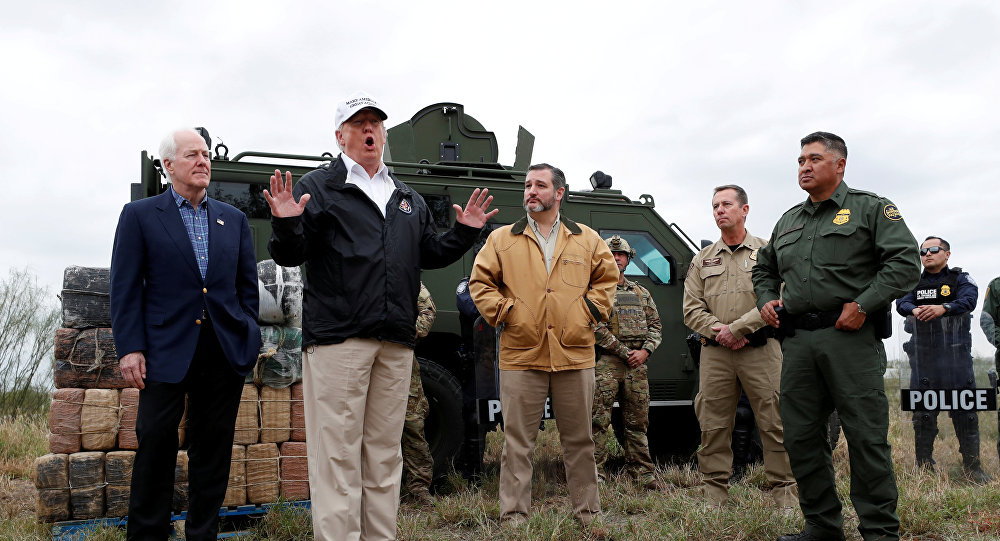 Президент США Дональд Трамп посетил границу США и Мексики, 10 января 2019 года