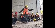 Китайский строитель танцует как Майкл Джексон - видео