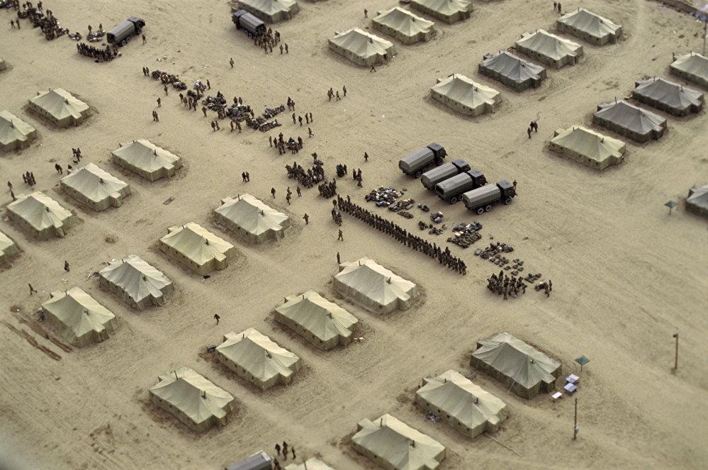 Завершение вывода частей и соединений ограниченного контингента советских войск из Афганистана. На военной базе в городе Хайратоне во время сборов домой