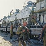 Погрузка боевой техники на железнодорожной платформе в Термезе(Узбекистан)