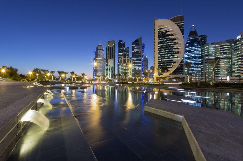 Вид на ночной город Доха, Катар