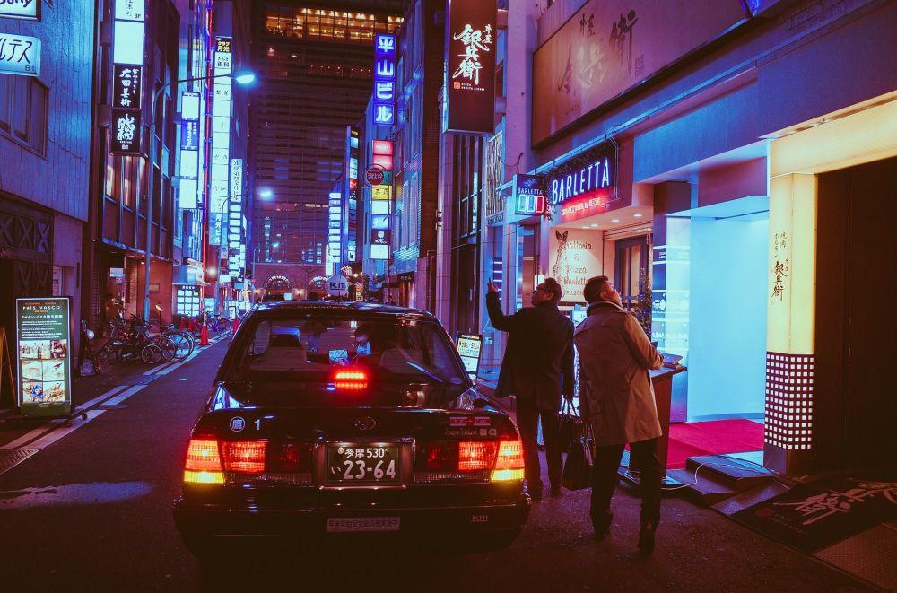 Вид на ночной город Осака, Япония