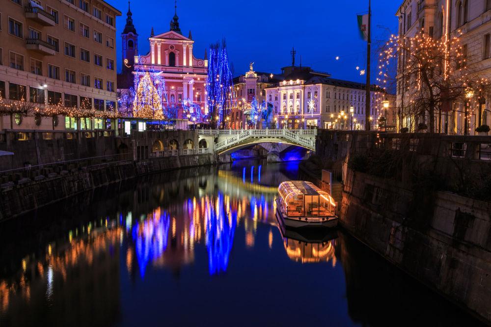 Вид на ночной город Любляна, Словения